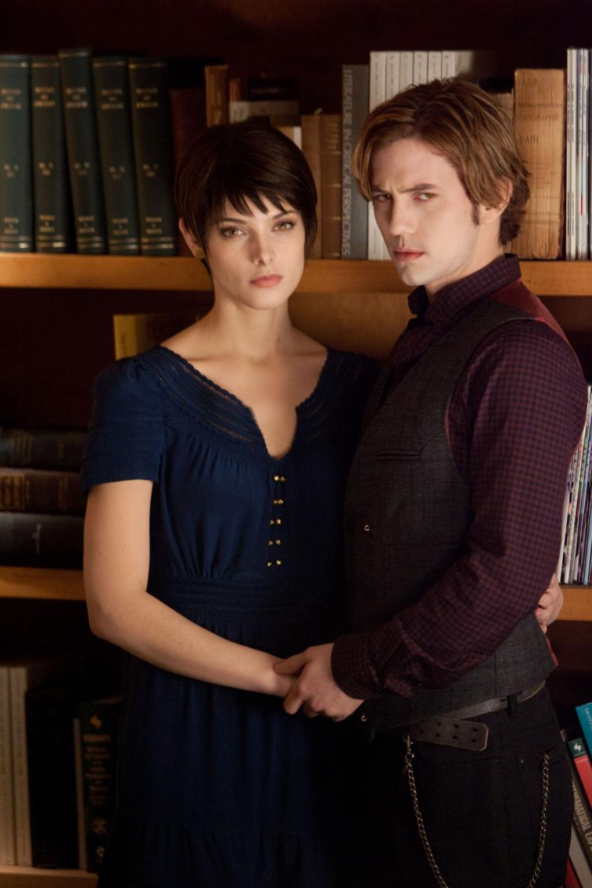 Breaking Dawn Part 2 Poster And Photos (10)