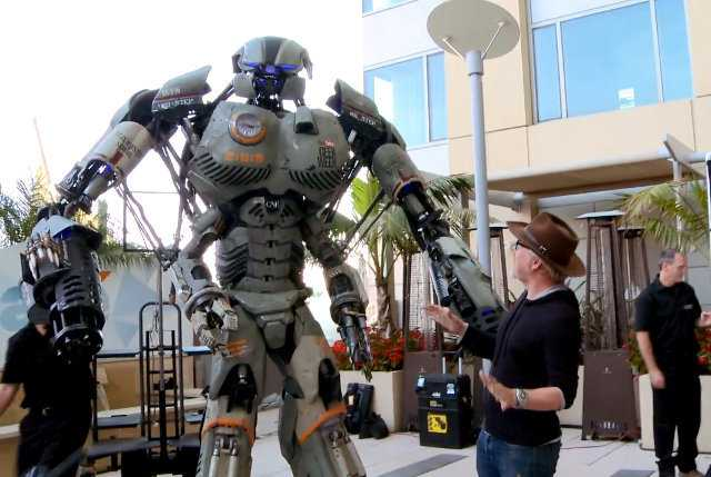Comic-Con: 9.5-Foot Robot