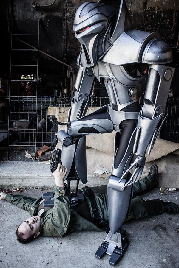 badass-cylon-centurion-cosplay-from-battlestar-galactica.jpg